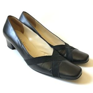 Ferragamo boutique Italian black pumps/ 8.5 AA